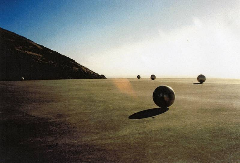 Anna Sidorenko, Homo Ludense 1997, 7 bowling balls painted in gold