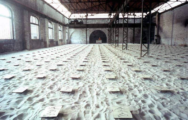 Takahiro Suzuki, IKIRO in Genk 2001, rice paper, Japanese ink, sand, wood