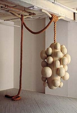 Christopher Romer, Drop 1997, cottonwood, paint, rope