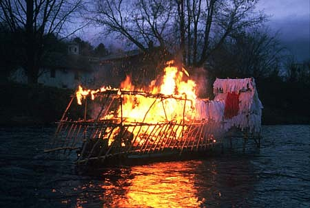 Caoimhghin O Fraithile, River Fire 2003, wood, white rags, fire
