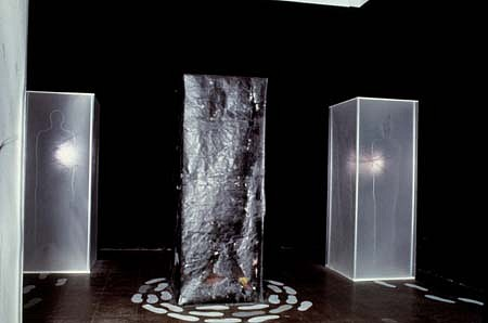 Susanne Muel, Footsteps 1990, installation with electric light and audio