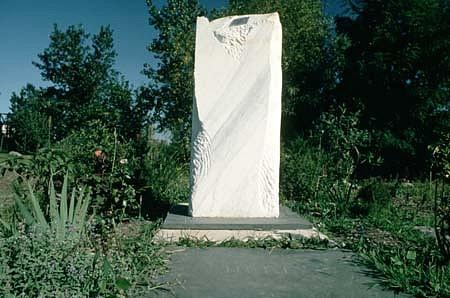 Sheree Kaslikowski, Here 1995-96, white marble and perennials
