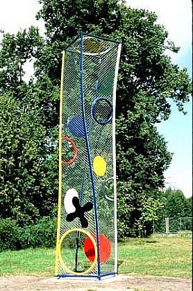 Tadashi Hashimoto, Crossing at Oronsko 1998, steel, paint, chain link