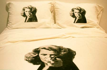Marybeth Edelson, Get It? Bed 1992 - 1998, silk screen, cotton sheets