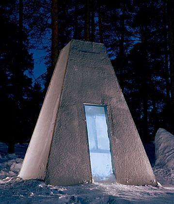 Tomasz Domanski, Corpuscopy 2004, concrete, ice