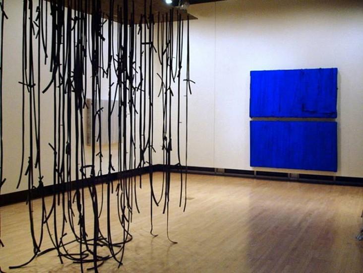 Gregory Coates, (Strut) 2008, rubber, wood, pigment