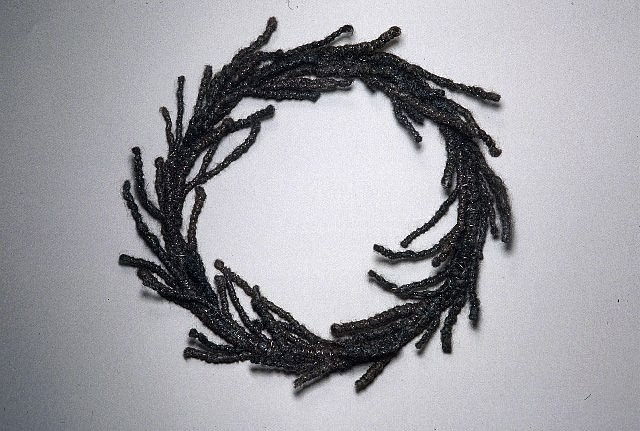 Sonya Clark, Hair Wreath 2002, hair, wire