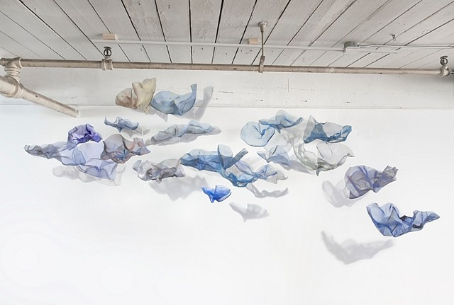 Natalie Moore, Small Swarm 2009, painted stainless steel wire mesh