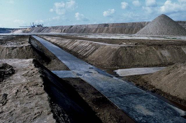 Mikael Hansen, Kreuz des Südens 1993, soil, rubber