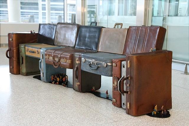 Ron Baron, Baggage Claim 2008, cast bronze