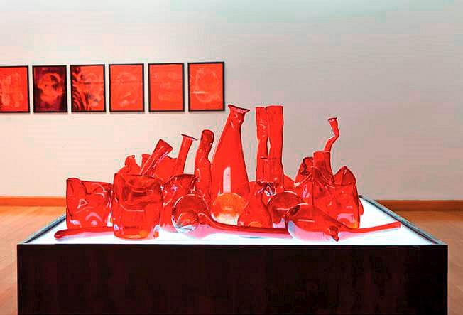 Mario Navarro, Red Lab 2011, Blown glass, wood and electric light